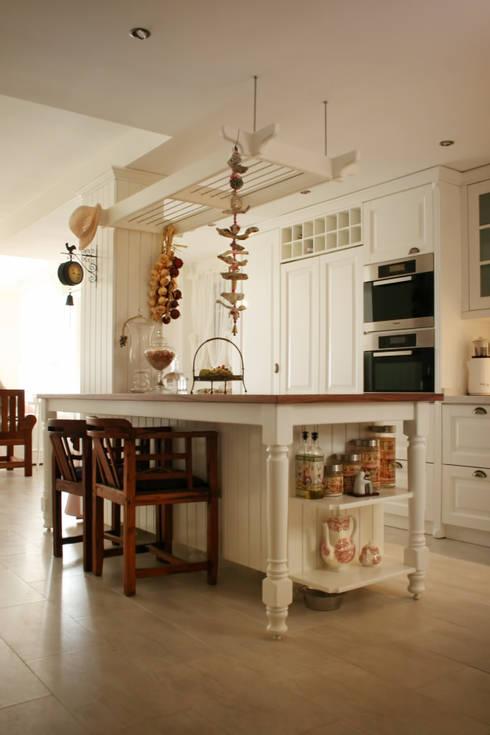 As Tasarım - Mimarlık – G.HALİLOĞLU ÇEŞME VİLLASI:  tarz Mutfak