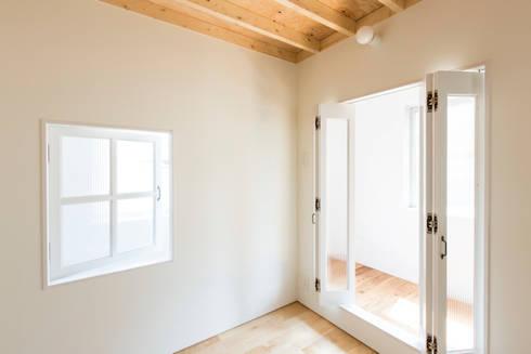 MIYAHARA-U: 建築設計事務所 可児公一植美雪/KANIUE ARCHITECTSが手掛けた寝室です。