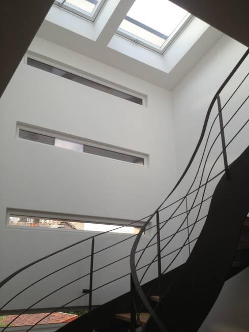 Maison ecolo Issy les Moulineaux: Maisons de style  par BIO TEKNIK CONSULTING