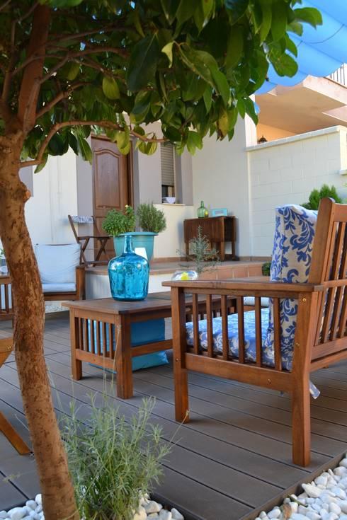 Jardines de estilo mediterraneo por MIMESIS INTERIORISMO SL