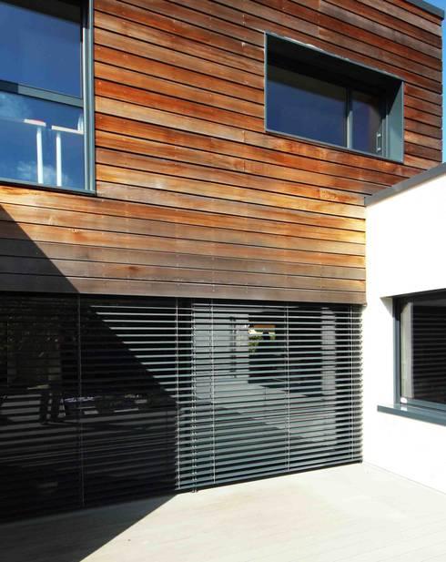 MAISON BBC: Maisons de style de style Moderne par AMT