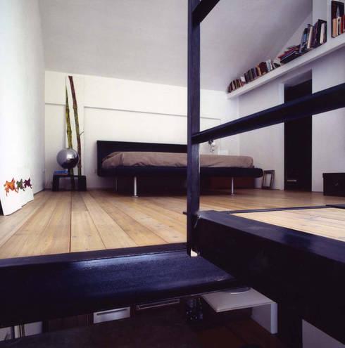 loft gemelli: Camera da letto in stile  di antonio maria becatti architetto
