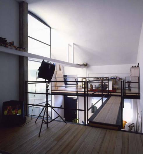 loft gemelli: Camera da letto in stile in stile Industriale di antonio maria becatti architetto