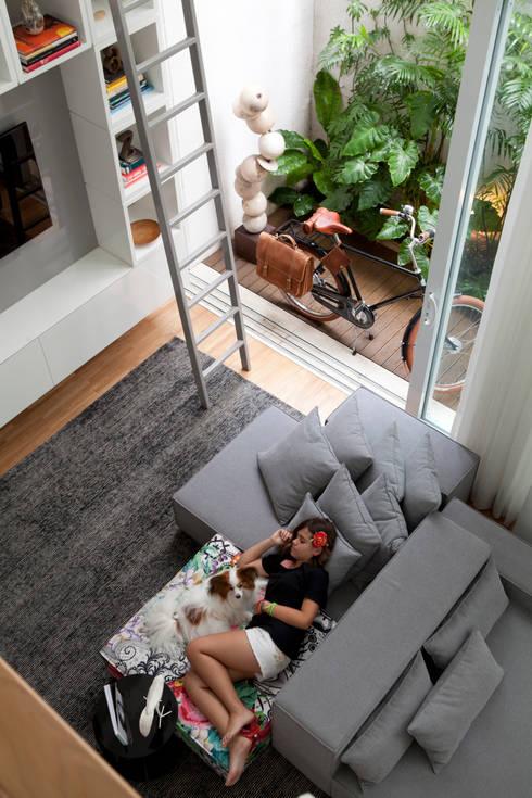 Casa do Itaim: Salas de estar modernas por Consuelo Jorge Arquitetos