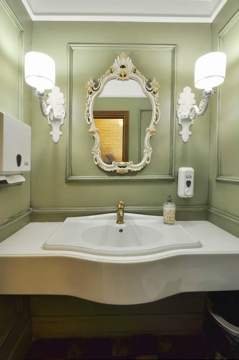 Ванная комната в . Автор – homify