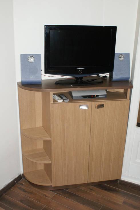 A a dimension sarl bureau et meuble t l vision homify for Dimension meuble bureau