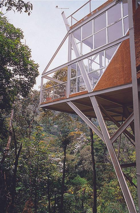 Casa Serrana por Joao Diniz Arquitetura: Casas  por JOAO DINIZ ARQUITETURA