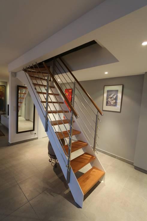 duplex Le Perreux sur Marne : Couloir et hall d'entrée de style  par garnault