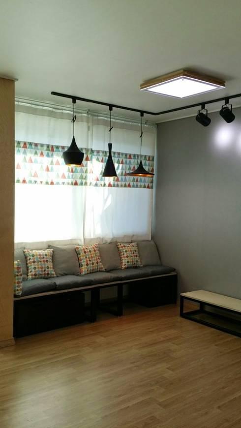 주택 리모델링: 해밀건축사사무소의  거실