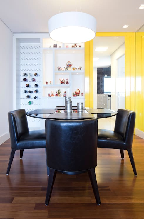 Sala de jantar/ adega: Salas de jantar minimalistas por ArkDek
