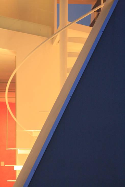 夜景外観写真: 小平惠一建築研究所が手掛けた家です。