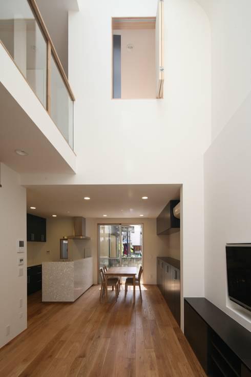 東金町の家【House Higashikanamachi】: Nieda Architectsが手掛けたダイニングです。