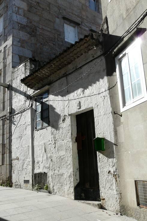Rehabilitación y ampliación de edificio de viviendas en el Casco Vello. Vigo:  de estilo  de Estudio de Arquitectura Sra.Farnsworth