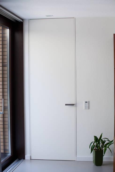 Innentür: moderne Fenster & Tür von Hermann Josef Steverding Architekt