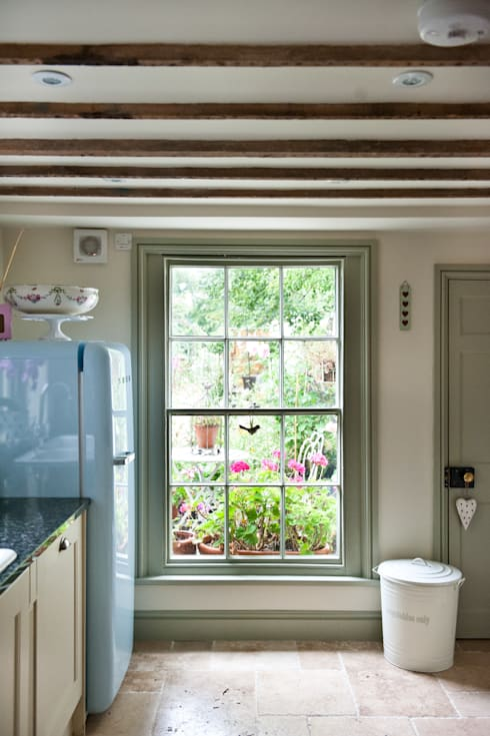 Cucina in stile  di Simone Barker Interiors