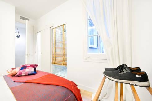 Vivienda en Sant Joan. Barcelona : Dormitorios de estilo escandinavo de Egue y Seta