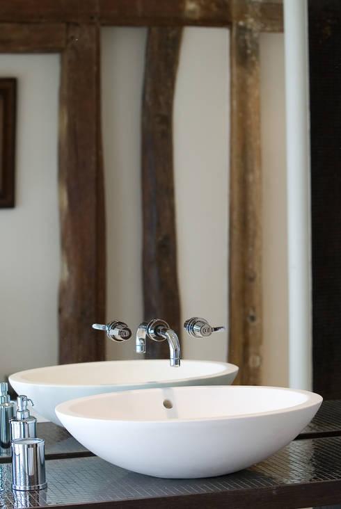 Appartement Paris VII: Salle de bain de style  par Atelier TO-AU