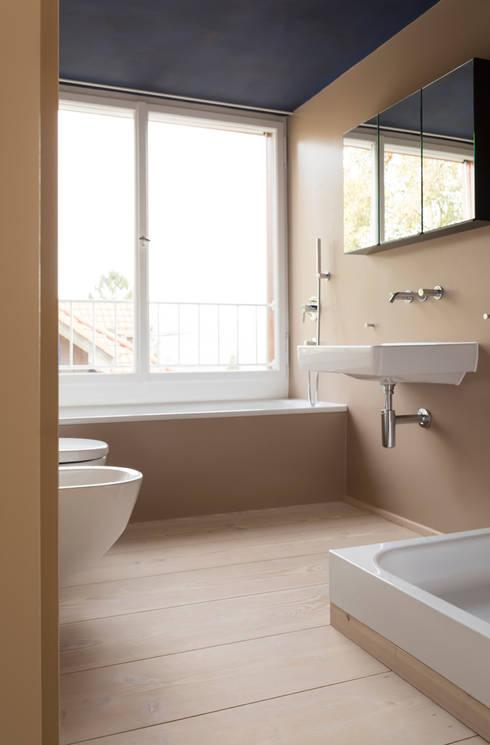 Dielen im Bad: klassische Badezimmer von pur natur