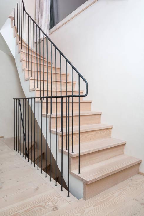 Treppenstufen aus Douglasie:  Flur & Diele von pur natur