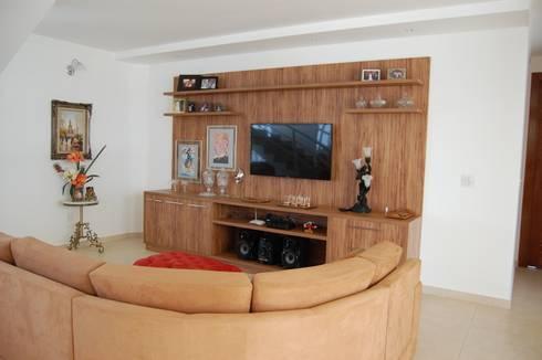 casa Irani: Salas multimídia modernas por arquiteto