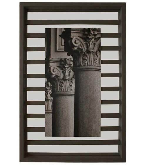 Capiteles: Paredes y suelos de estilo clásico de LA CASA DE LOS CUADROS