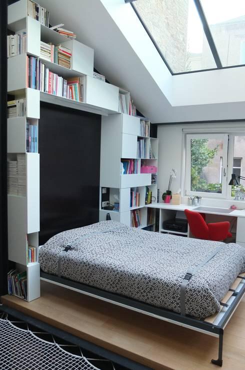 Espace de vie: Chambre de style  par emmanuelle depret designer