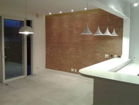 Residência Marituba: Salas de jantar clássicas por Rachel Nakata Arquitetura