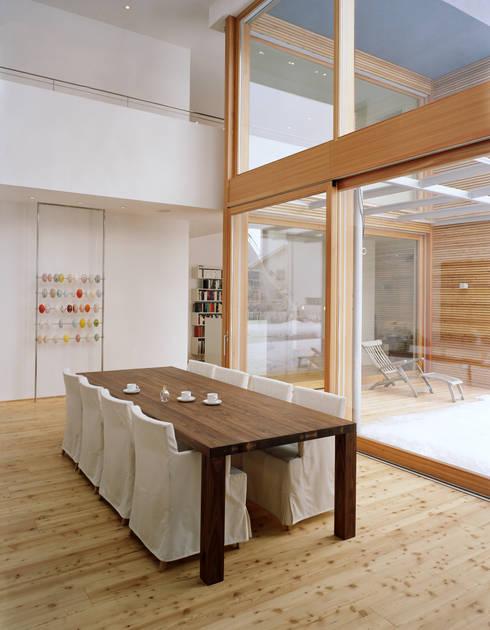 EFH: moderne Esszimmer von architekturbühne
