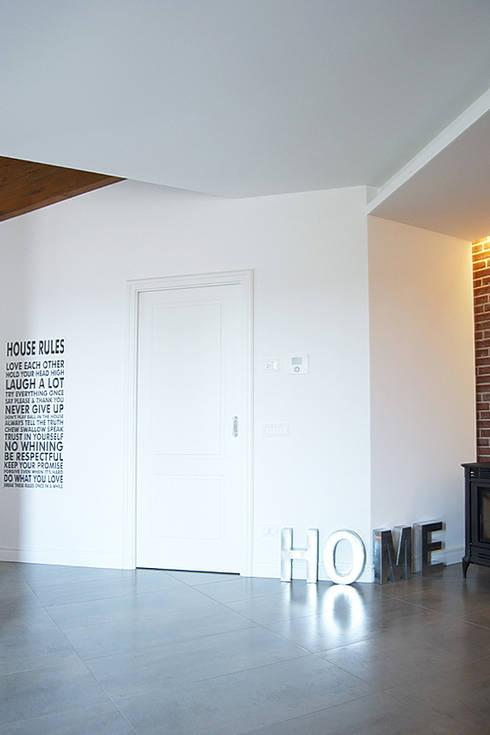 MCV A009: Ingresso & Corridoio in stile  di modoo