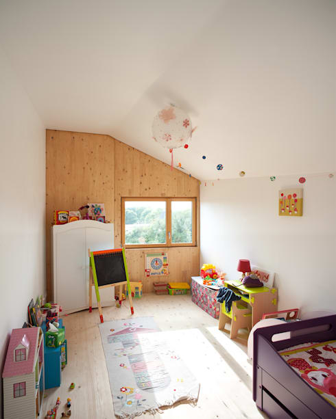 Comme un instrument de bois - maison MODU: Chambre d'enfant de style de style Minimaliste par mfa - mélaine ferré architecture