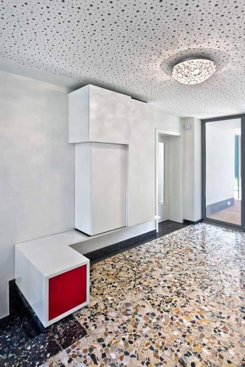 Corridor, hallway & stairs by puschmann architektur