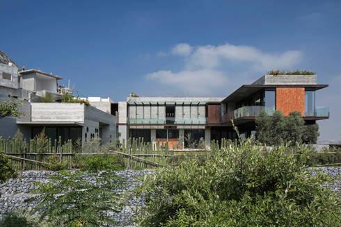 CASA CORDILLERA: Casas de estilo moderno por Landa Suberville