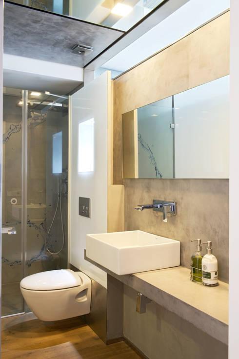 modern Bathroom by estudioitales
