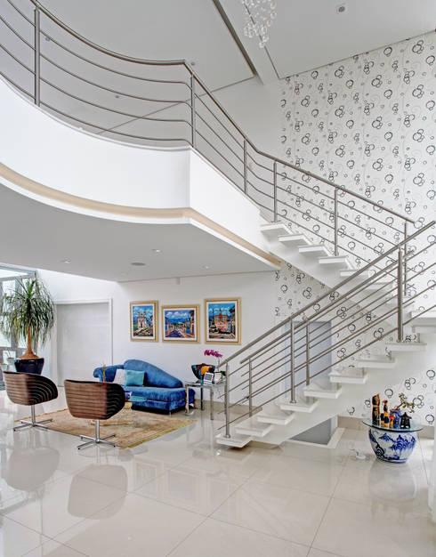 RESIDÊNCIA GF: Salas de estar modernas por Le Araujo Arquitetura