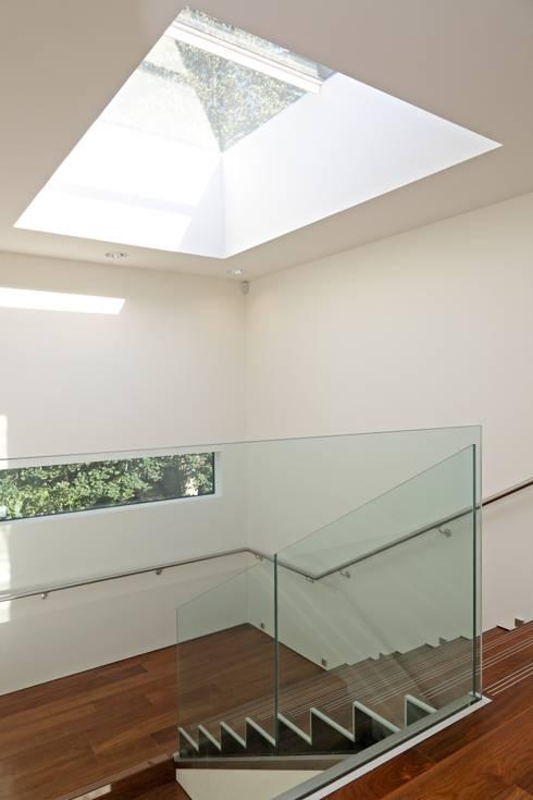 Stockgrove house:  Corridor & hallway by Nicolas Tye Architects