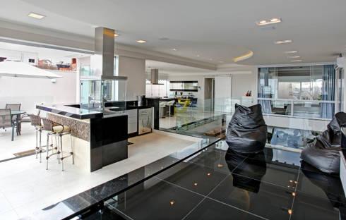 RESIDÊNCIA AV: Cozinhas modernas por Le Araujo Arquitetura