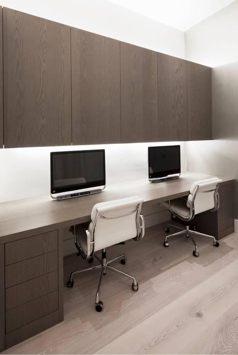 Project Glasshouse: minimalistische Studeerkamer/kantoor door Proest Interior
