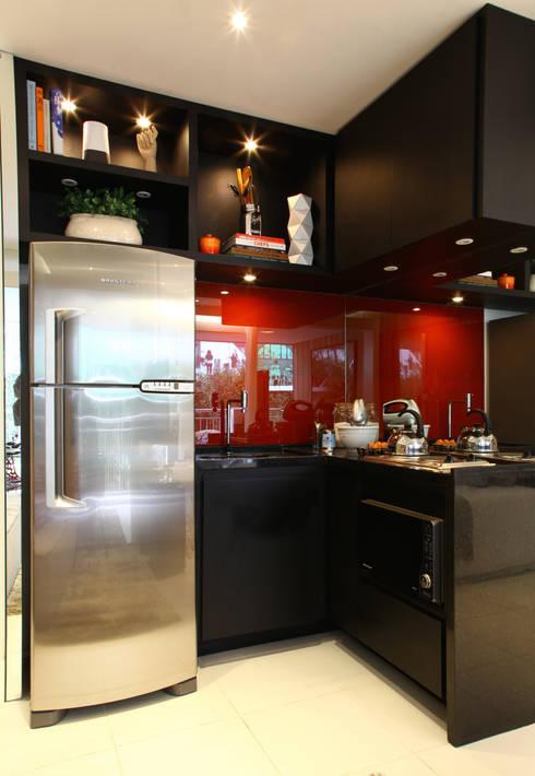 AAM_Urbe Paulista 36m²: Cozinhas modernas por Chris Silveira & Arquitetos Associados