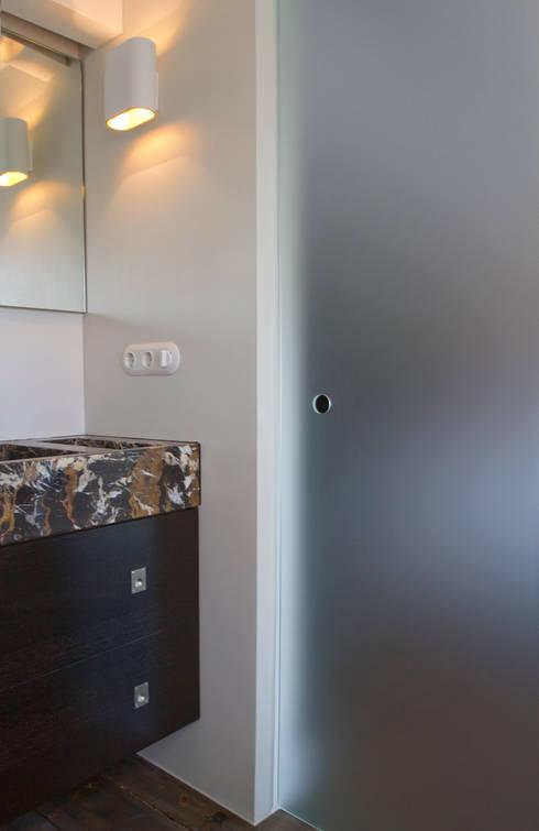 Badkamers: moderne Badkamer door Proest Interior