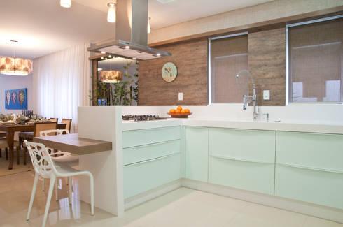 COZINHA: Cozinhas minimalistas por Élcio Bianchini Projetos