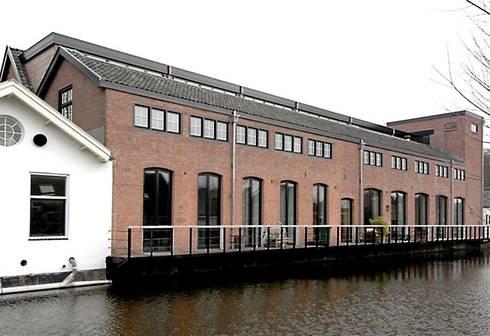 Loft in oude textielfabriek: industriële Huizen door Archivice Architektenburo