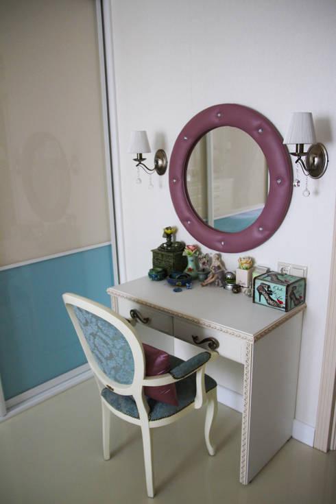 Dormitorios de estilo  de tatarintsevadesign