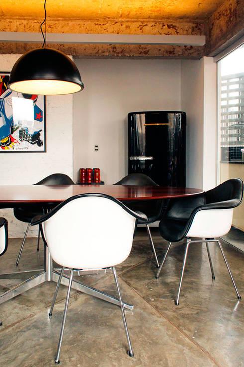 Apartamento na Chácara Klabin: Salas de jantar modernas por Mínima arquitetura e urbanismo