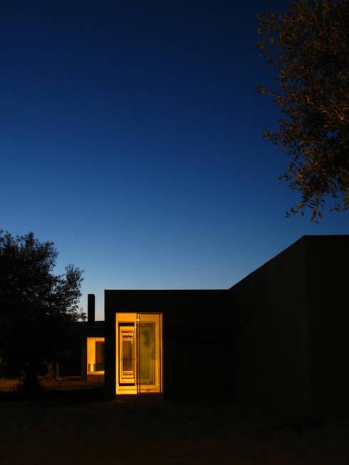 Casa em Liteiros: Casas minimalistas por Phyd Arquitectura