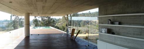 Casa em Pedrogão: Salas de jantar minimalistas por Phyd Arquitectura