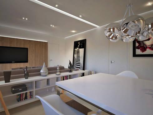 Residência FC+: Salas de jantar modernas por Quattro+ Arquitetura