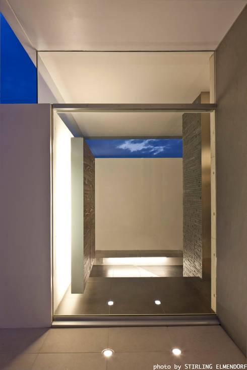 tesa: エスプレックス ESPREXが手掛けた廊下 & 玄関です。