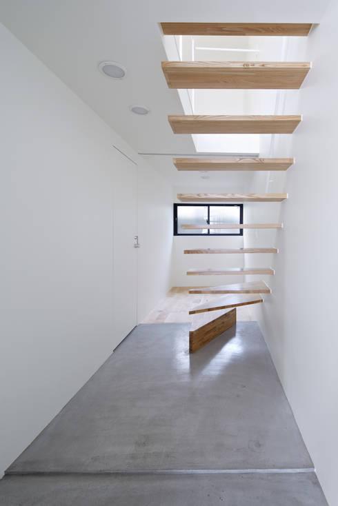 走廊 & 玄關 by another APARTMENT LTD. / アナザーアパートメント