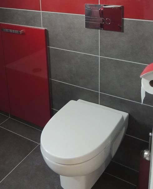 Les toilettes après transformation: Salle de bain de style de style Moderne par L'Autrement Déco