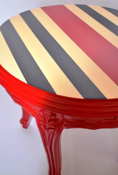 Mesa Lateral Estilo Luis XV: Oficinas y tiendas de estilo  por Sandra Molina